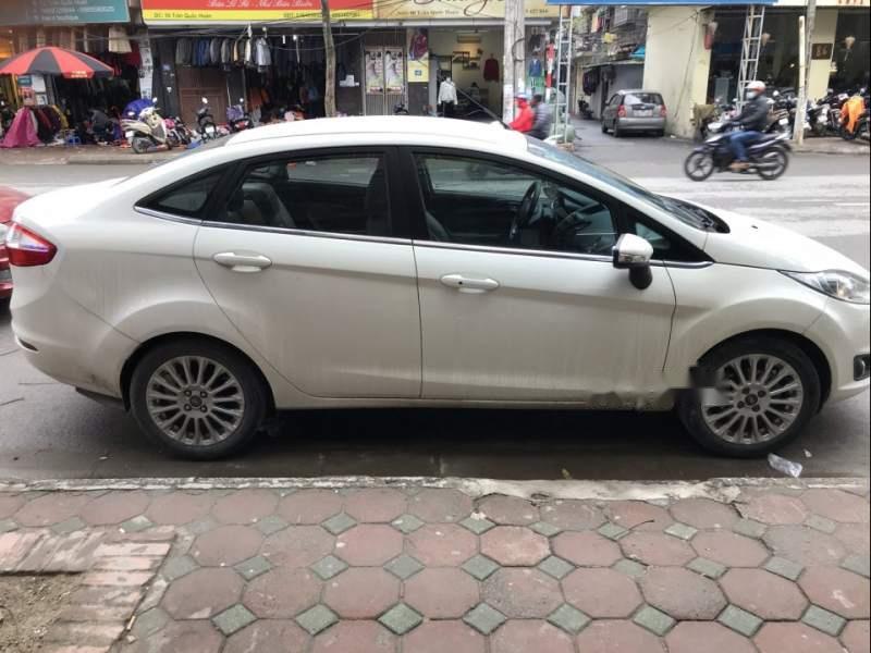 Gia đình cần bán Ford Fiesta 1.5AT Titanium sản xuất 2014, chính chủ từ mới