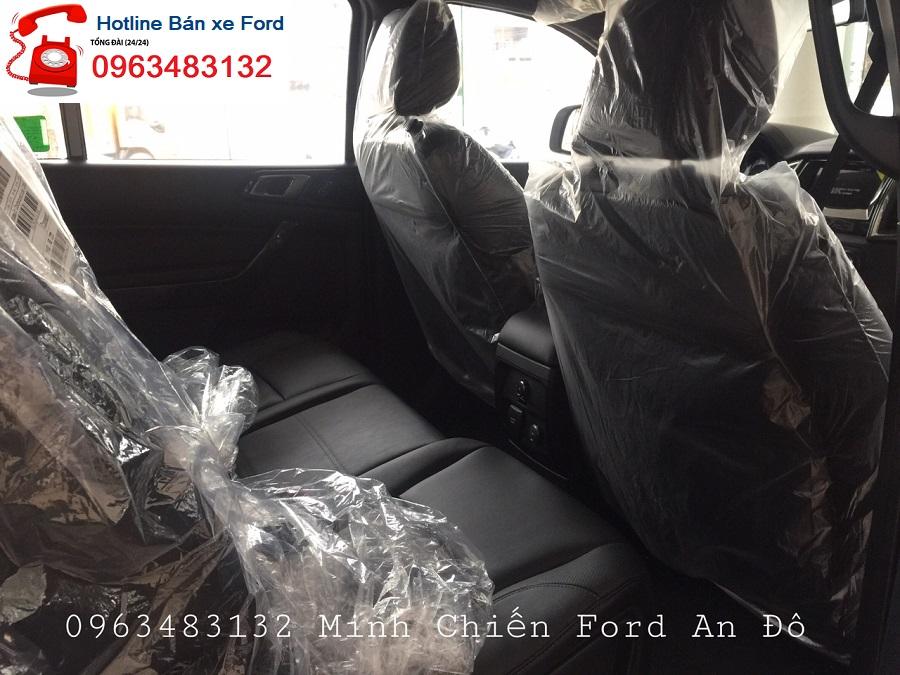 Đại lý xe Ford bán Everest Titanium 2.0L 4x2 AT màu bạc, giao xe ngay, hỗ trợ trả góp 80%