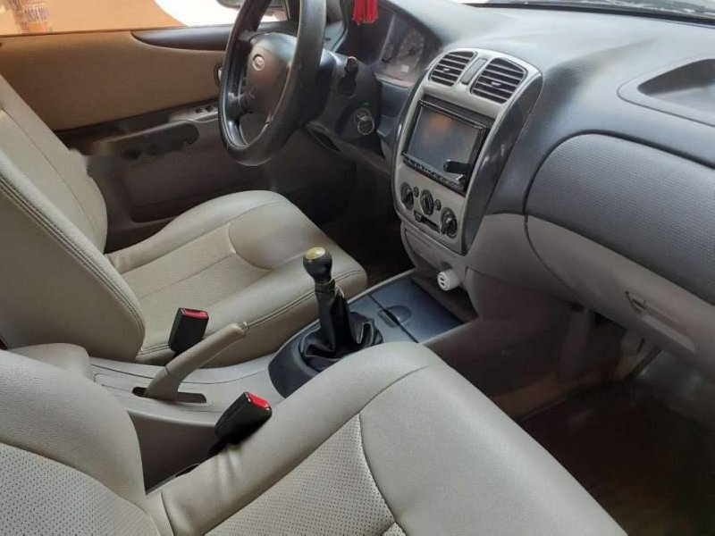 Cần bán lại xe Ford Laser MT đời 2003, màu bạc, xe còn khá đẹp
