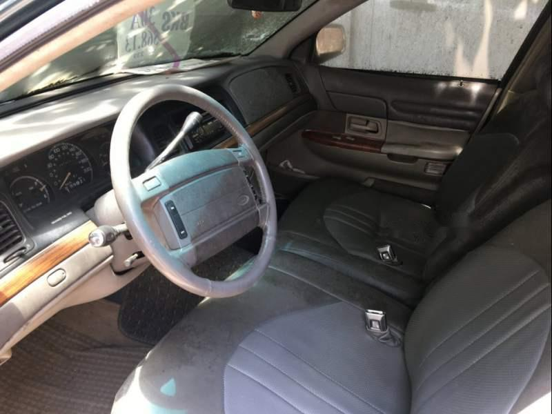Gia đình bán chiếc xe Ford Crown Victoria đời 1995, lúc trước mua của đại sứ quán sang tên chính chủ