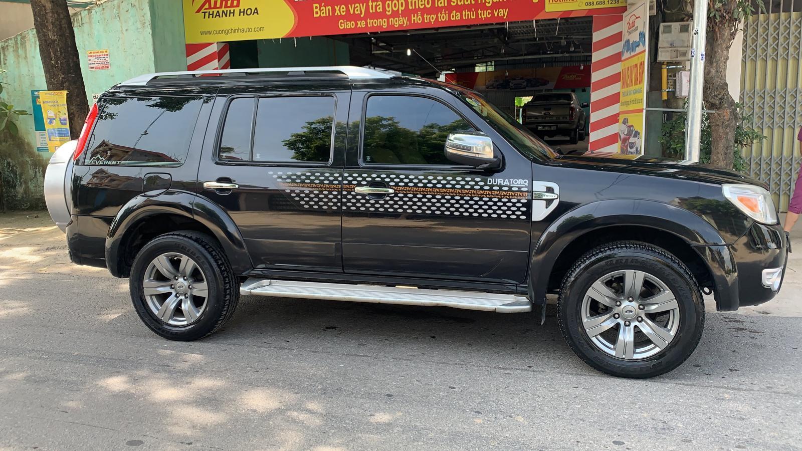 Cần bán Ford Everest 2.5AT 2010, màu đen giá cạnh tranh