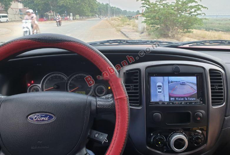 Bán xe Ford Escape XLS 2.3L 4x2 AT năm sản xuất 2013, màu đỏ, chính chủ giá cạnh tranh