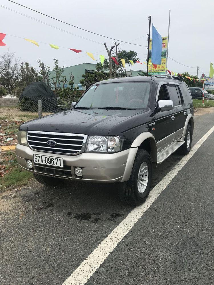 Gia đình bán xe Ford Everest đời 2005, màu đen