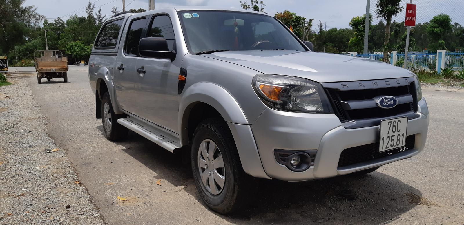 Cần bán Ford Ranger 2009 2 cầu, màu bạc, xe nhập