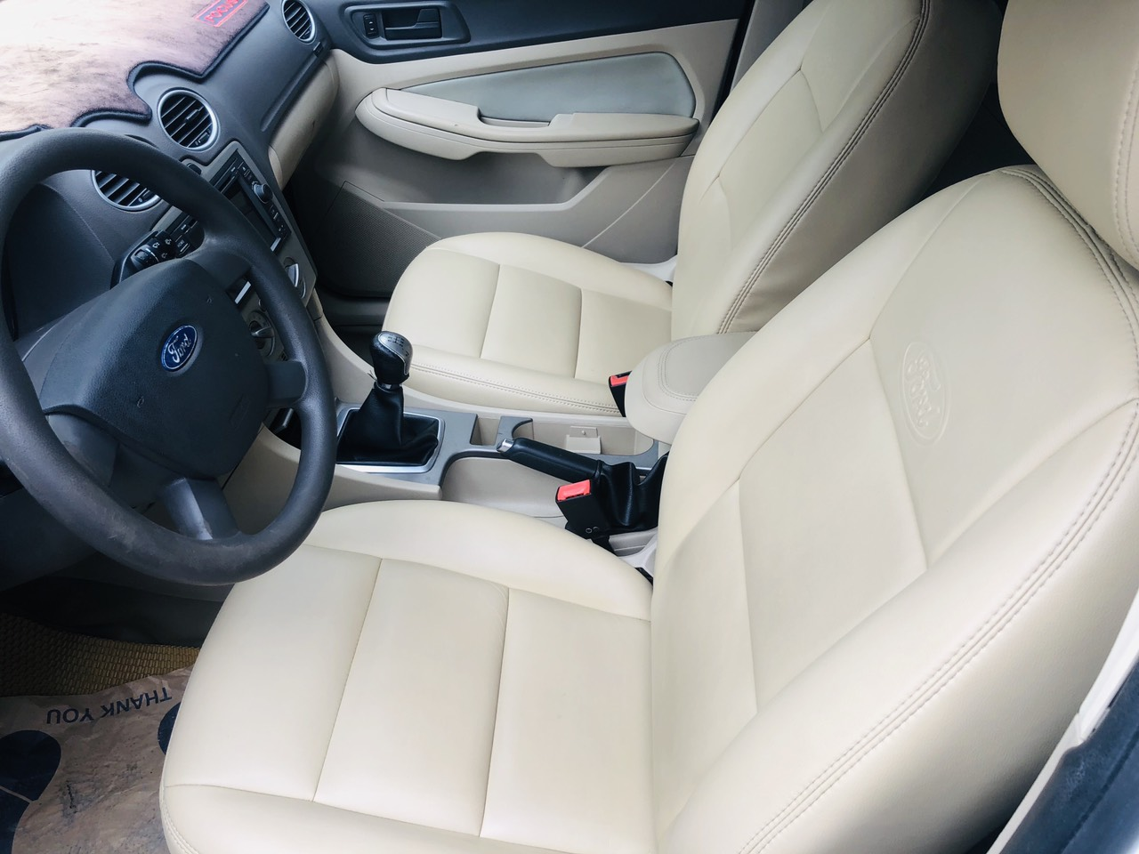 Bán Ford Focus 1.8 L mt đời 2009, màu trắng giá cạnh tranh