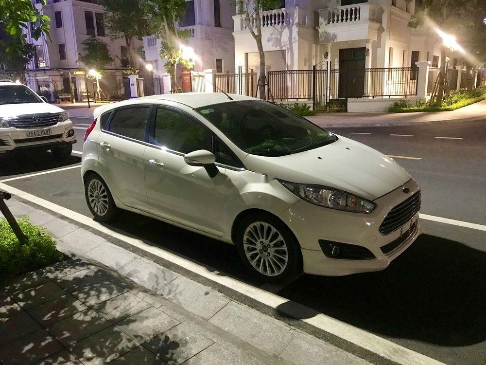 Chính chủ bán lại xe Ford Fiesta 2014, màu trắng, bản Ecoboost