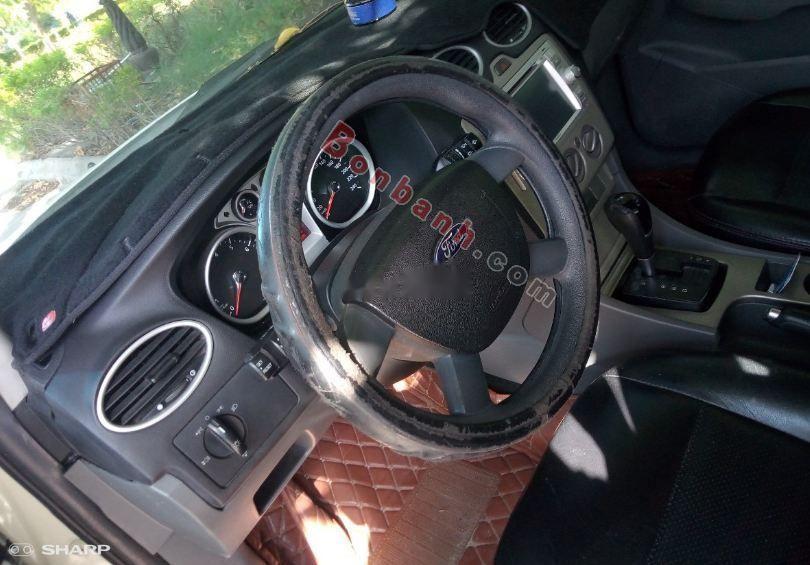 Chính chủ bán Ford Focus 1.8 AT 2011, màu trắng