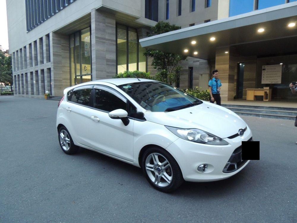 Cần bán lại xe Ford Fiesta năm sản xuất 2011, màu trắng giá cạnh tranh