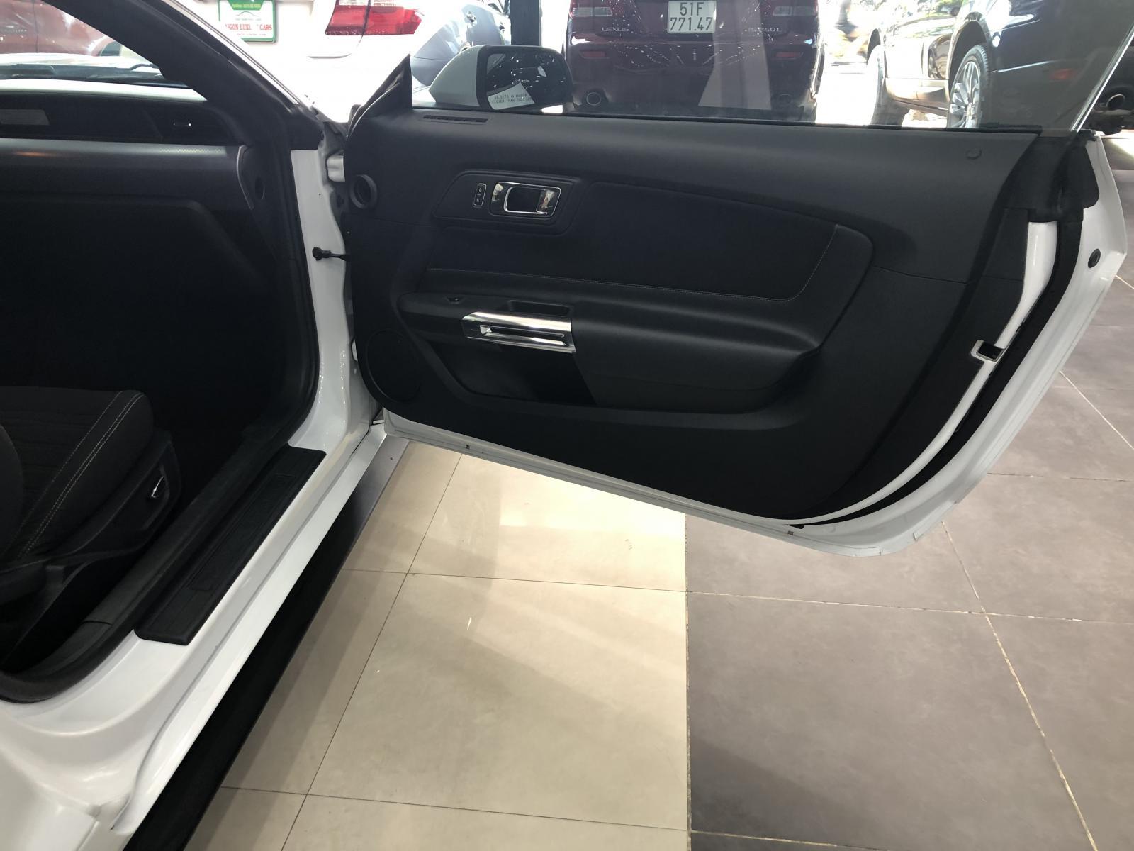 Cần bán xe Ford Mustang sản xuất 2017, màu trắng, nhập khẩu nguyên chiếc