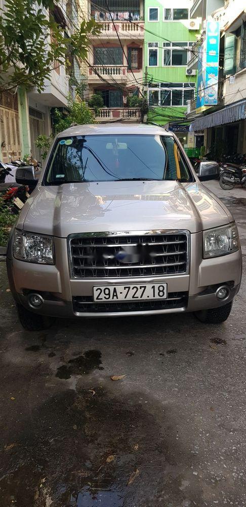Gia đình bán Ford Everest sản xuất 2007, màu ghi vàng