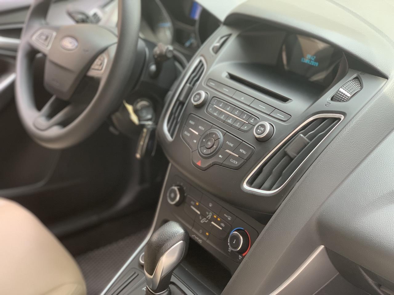 Cần bán Ford Ecosport Titanium đời 2018, màu trắng giá cạnh tranh