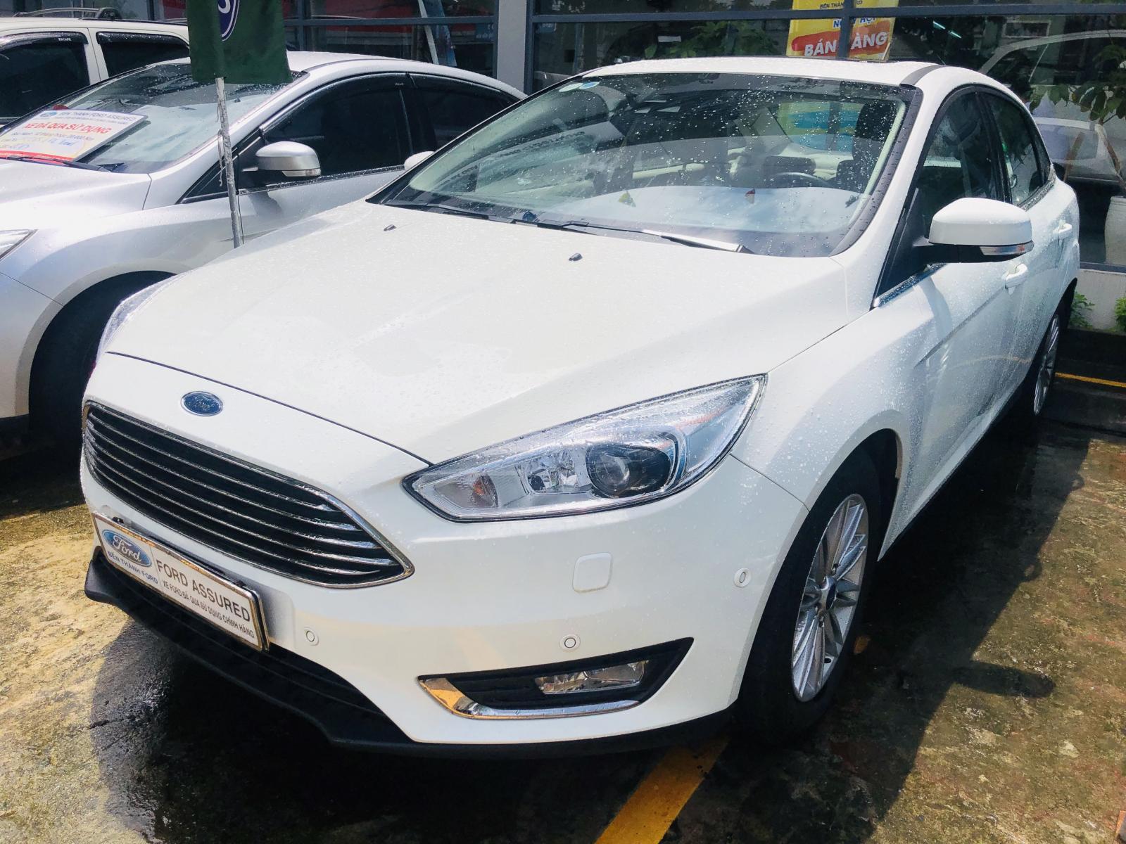 Cần bán Ford Focus sản xuất 2018, màu trắng, xe gia đình giá tốt 679 triệu đồng