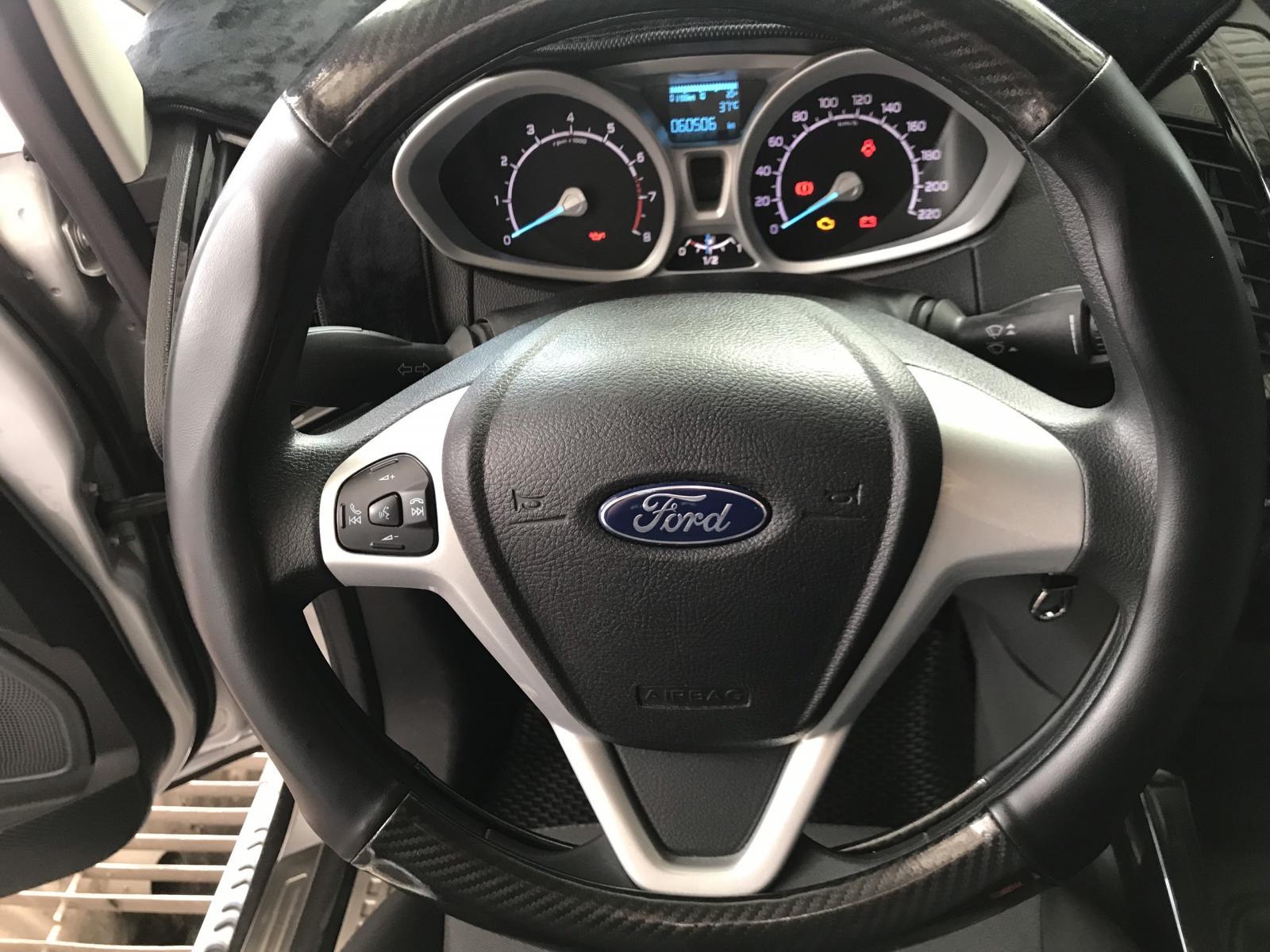 Bán Ford Ecosport 1.5MT màu bạc, số sàn, sản xuất 2017, biển SG 1 chủ xe đẹp
