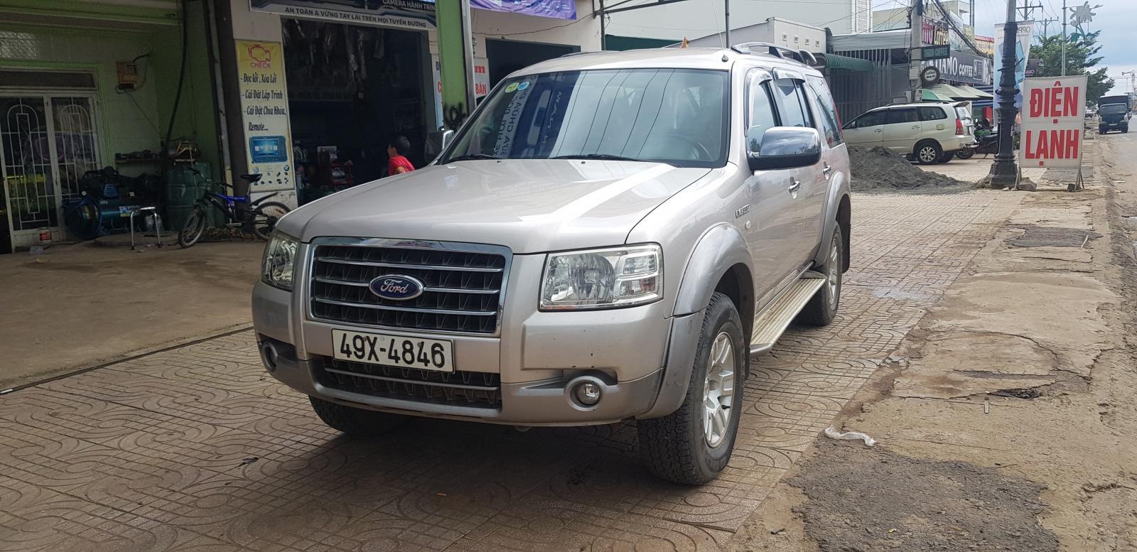 Cần bán xe Ford Everest đời 2009, màu bạc mới 95% giá tốt 383 triệu đồng