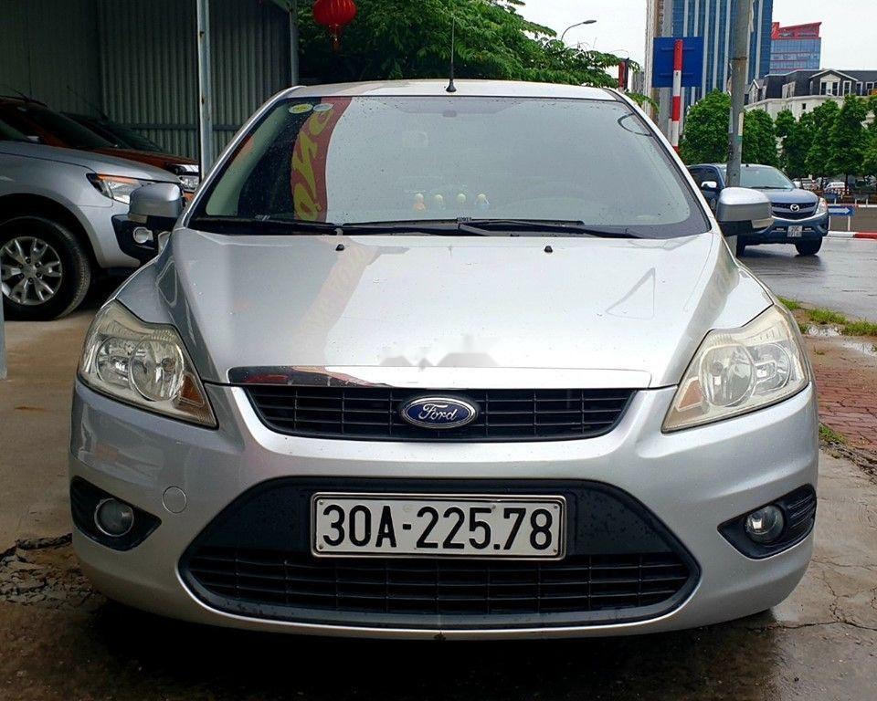 Bán Ford Focus đời 2010, màu bạc, chính chủ