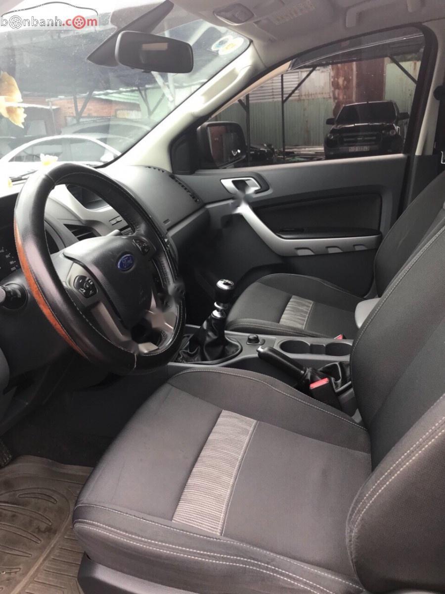 Cần bán lại xe Ford Ranger XLT đời 2015, màu đỏ