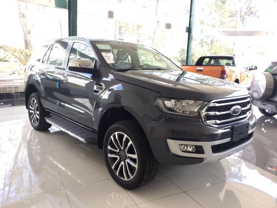 Bán Ford Everest 4x2MT sản xuất 2019, màu đen, xe nhập