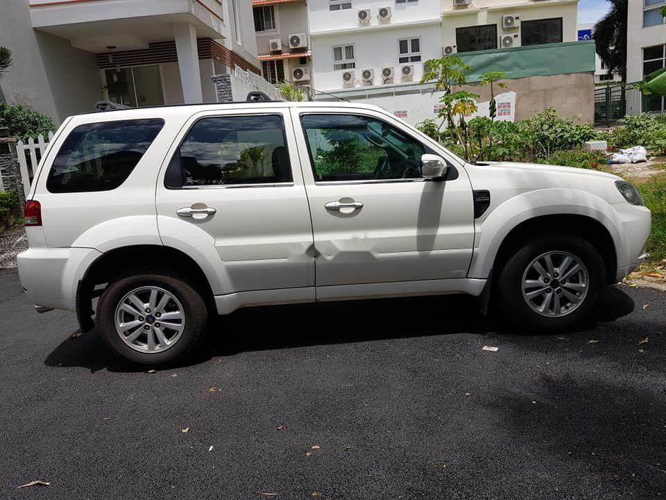 Cần bán gấp Ford Escape đời 2011, màu trắng xe gia đình
