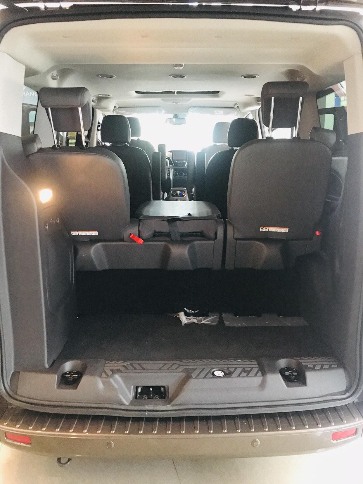 Hot Hot - Ford Tourneo cập bến - giá cực sốc