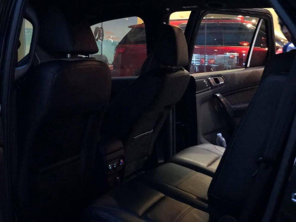 Cần bán Ford Everest năm sản xuất 2019, màu đen, xe nhập