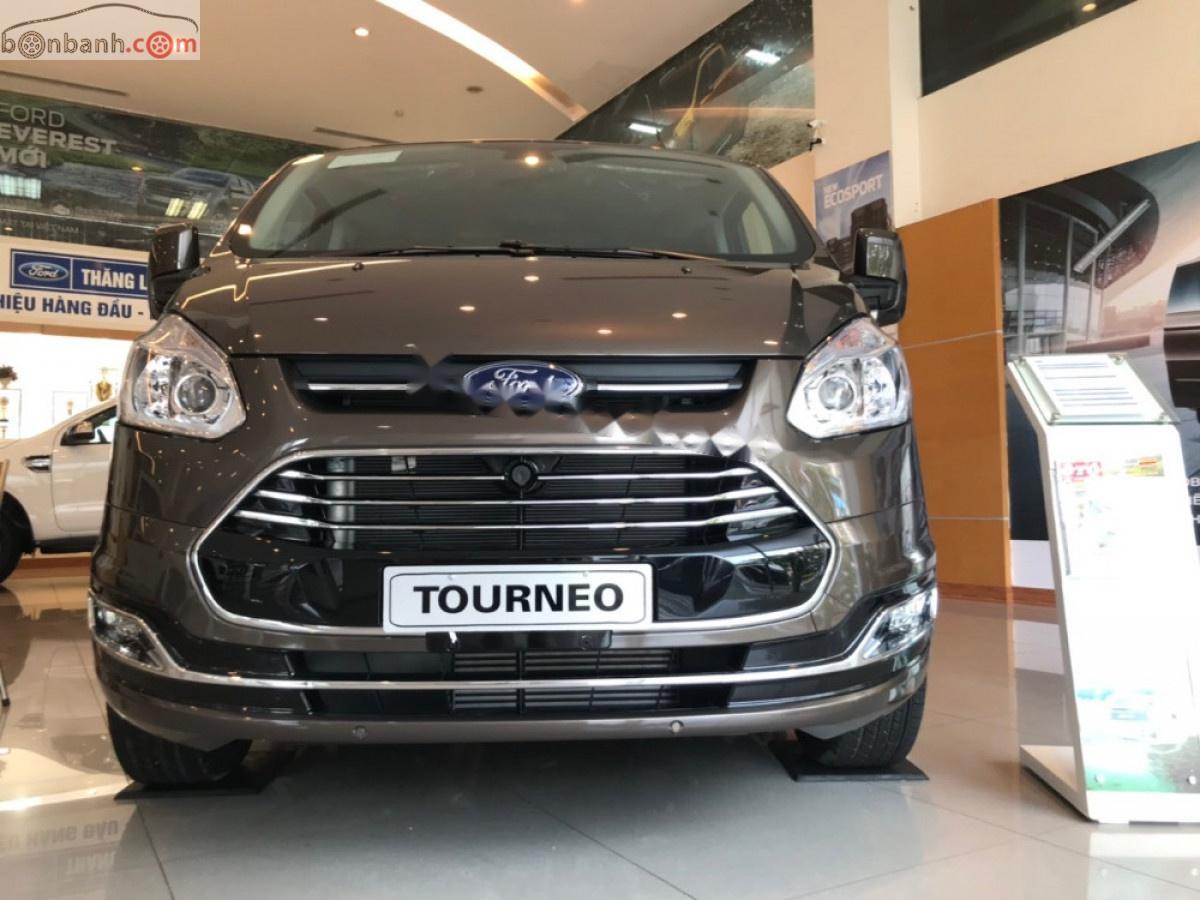 Bán Ford Tourneo Titanium 2.0 AT đời 2019, màu nâu