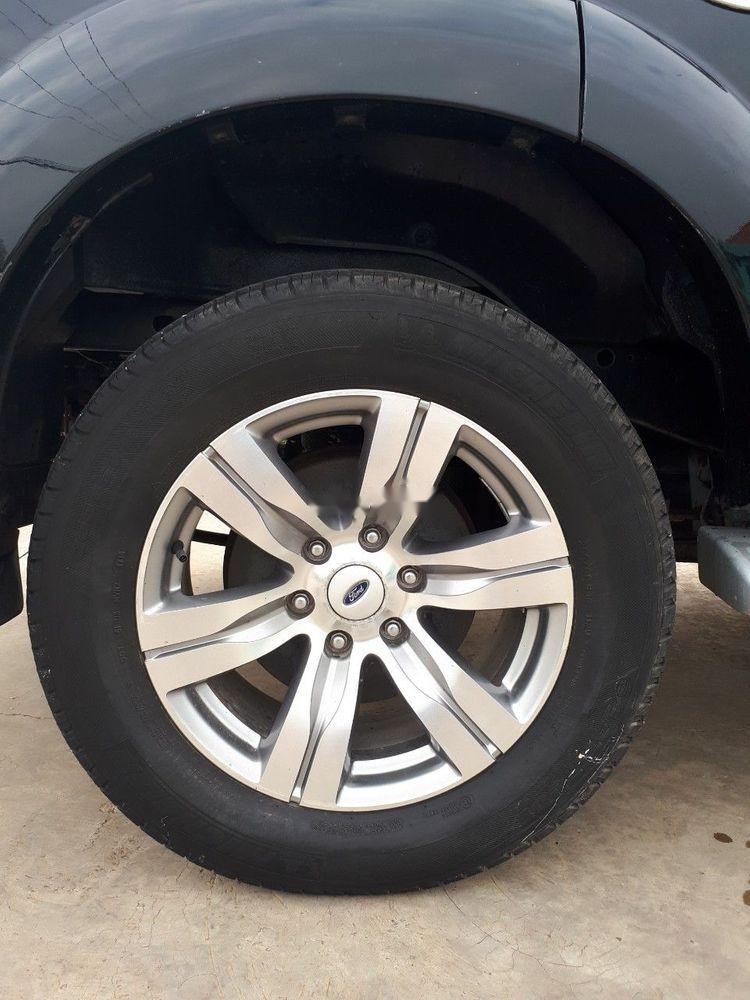 Cần bán lại xe Ford Everest đời 2011, màu đen số sàn, giá chỉ 457 triệu