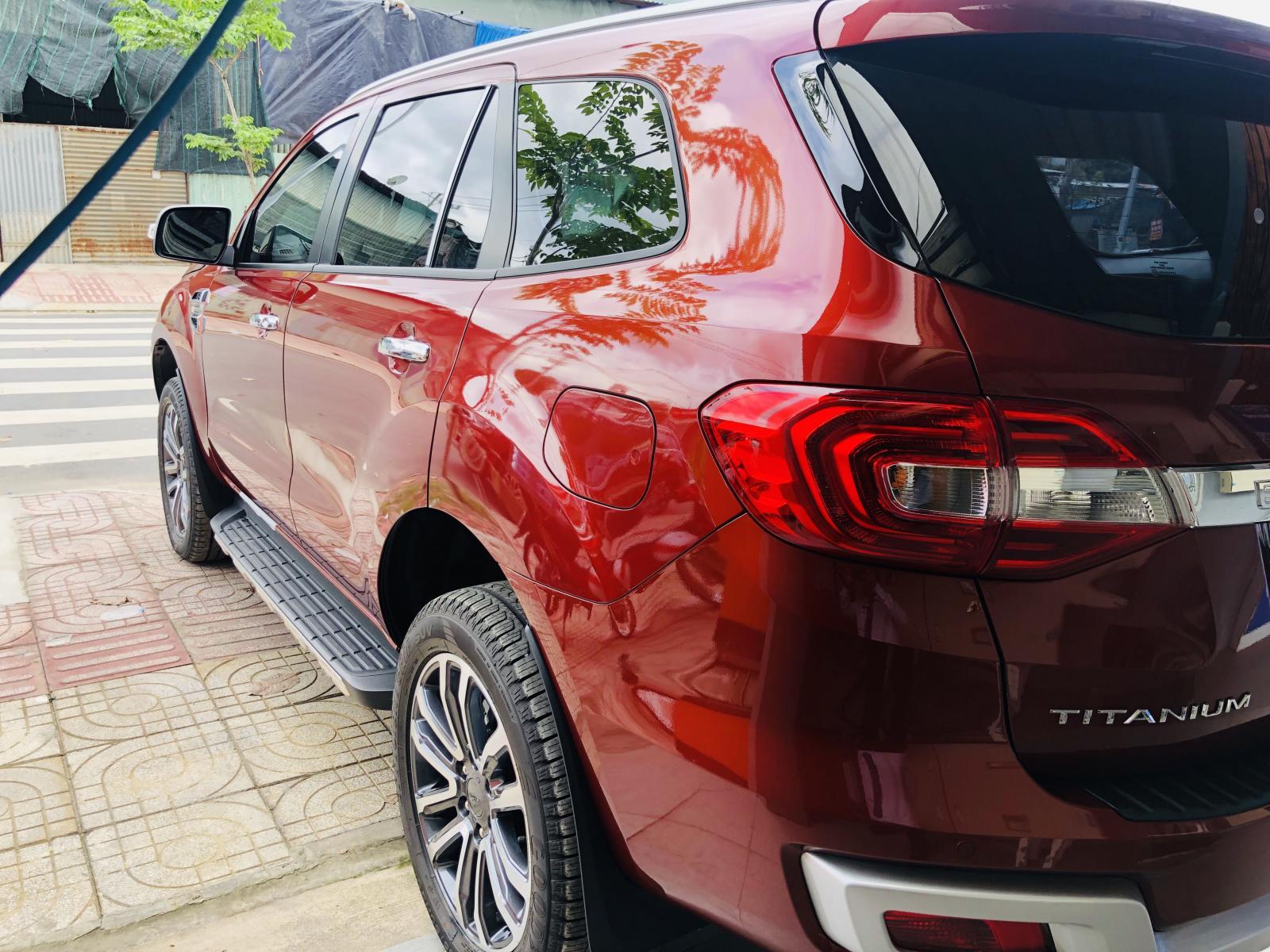 Bán xe Ford Everest đăng ký lần đầu 2018, màu đỏ, xe gia đình. Giá chỉ 1 tỷ 310 triệu đồng