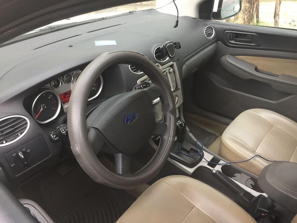 Cần bán xe Ford Focus đời 2011, màu trắng chính chủ