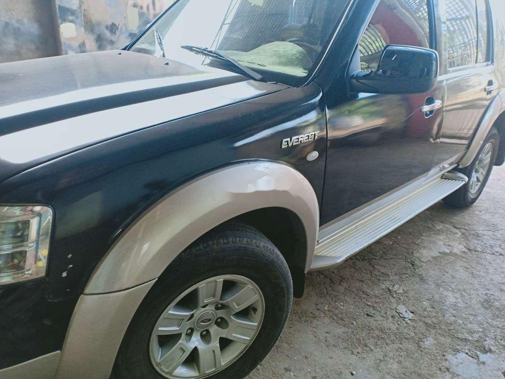 Cần bán gấp Ford Everest sản xuất 2008, màu đen