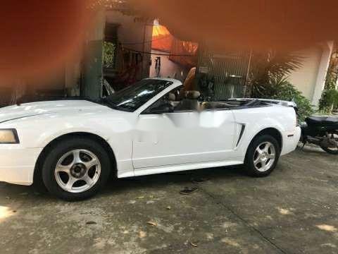 Bán Ford Mustang đời 2006, màu trắng, nhập khẩu nguyên chiếc