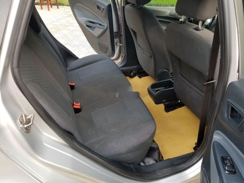 Cần bán xe Ford Fiesta sản xuất năm 2011, màu bạc giá cạnh tranh