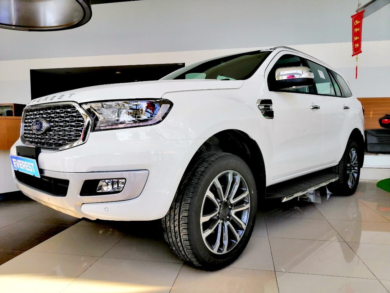 Cần bán Ford Everest Titanium đời 2021, màu trắng, xe nhập