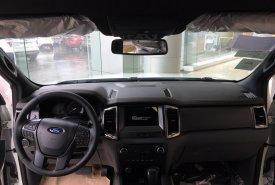 Bán ô tô Ford Ranger Wiltrak 2.2 AT 4x2 sản xuất 2018, màu trắng, hỗ trợ thủ tục mua xe trả góp giá 799 triệu tại Hà Nội