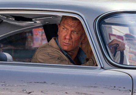Trailer 'bom tấn' James Bond hé lộ nhiều mẫu xe đình đám